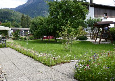 Oberstdorf Hotel Garten mit Hollywoodschaukel