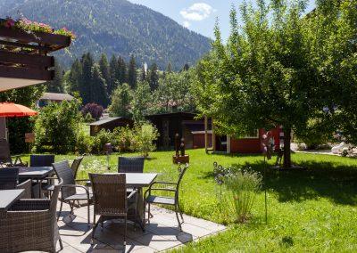 Hotel Sonnenheim Garten mit Terrasse
